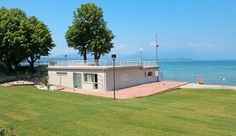 desenzano-sabato-4-luglio-inaugurazione-della-spiaggia-d-oro-riqualificata-e-senza-barriere1024x590